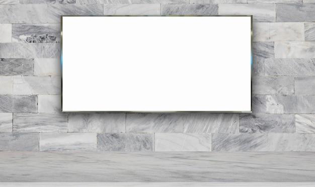 Panneau d'affichage sur fond de mur