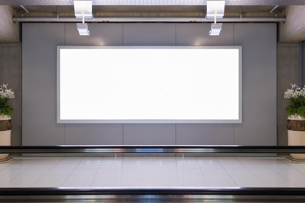 Panneau d'affichage vide dans l'aéroport