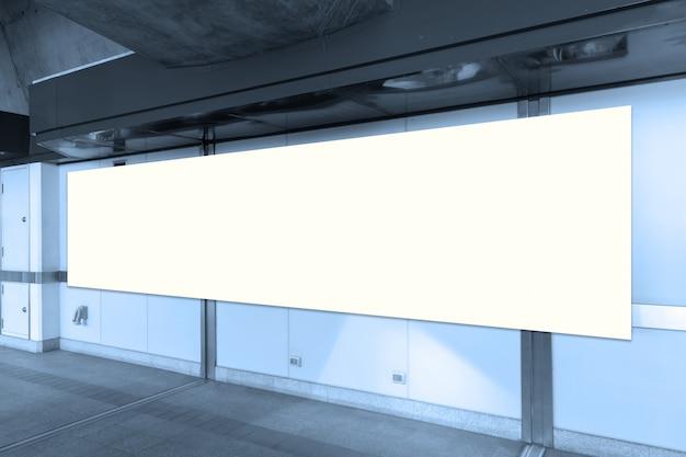 Panneau d'affichage vide avec espace de copie pour votre message texte ou votre contenu,