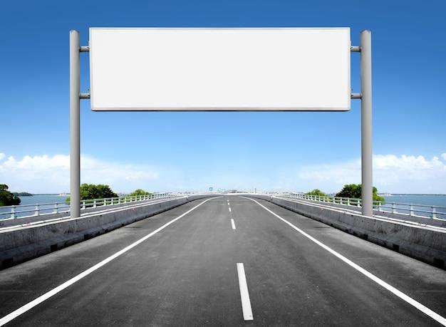 Panneau d'affichage vide ou panneau de signalisation
