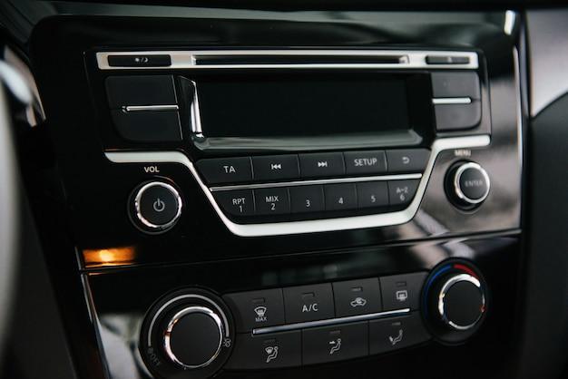 Panneau avant du système audio de voiture