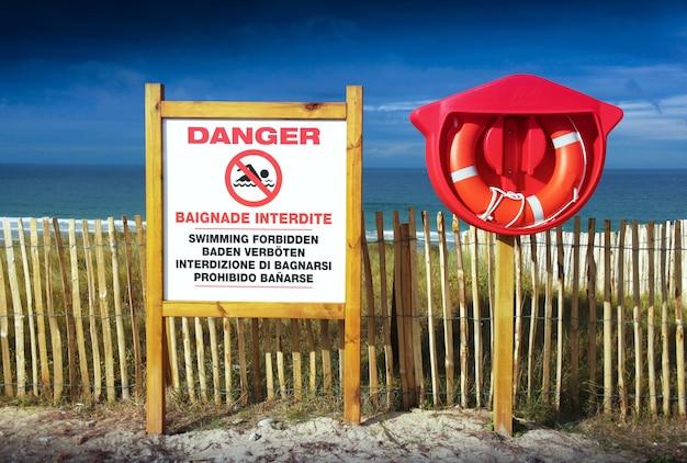 Panneau d'avertissement d'interdiction de se baigner