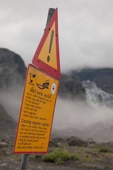 Panneau d'avertissement en zone rurale d'islande