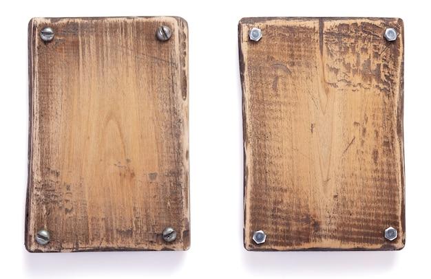 Panneau en bois ou plaque signalétique isolé sur fond blanc
