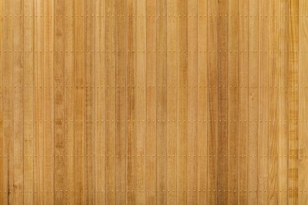 Panneau en bois de teck avec clou en laiton