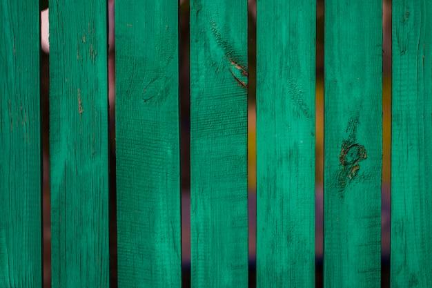 Panneau en bois vert vintage fin disposé comme mur pour la décoration intérieure et la décoration extérieure