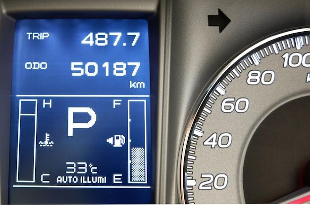 Panneau de commande des affichages de voiture pour le carburant avec la lumière bleue