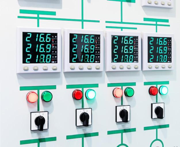 Panneau de commande électrique avec affichage numérique