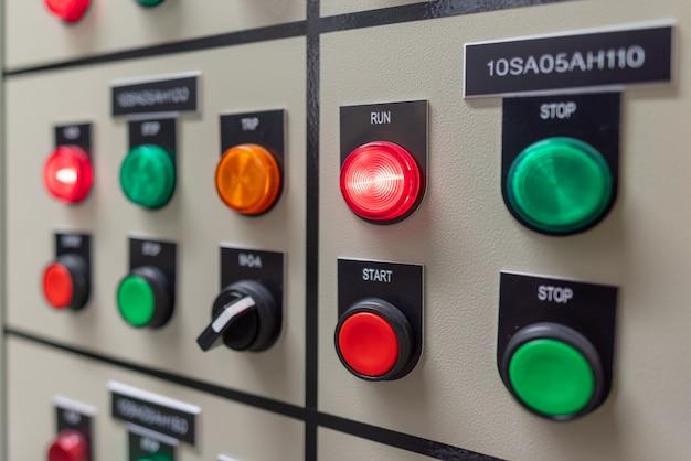Panneau de commutation électrique dans la zone industrielle