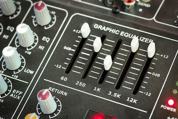 Panneau de contrôle du mélangeur de musique sonore