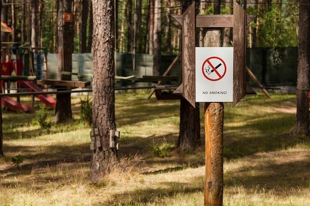 Panneau d'interdiction dans le parc