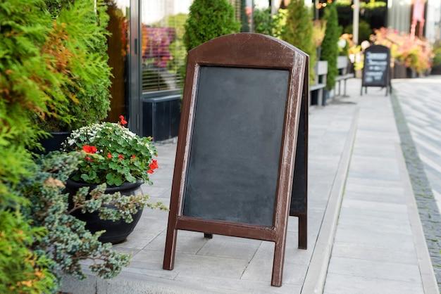 Panneau de menu vide stand restaurant trottoir tableau panneau panneau