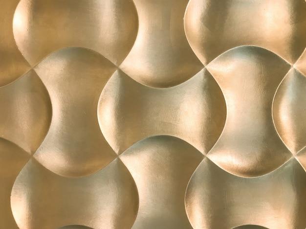 Panneau mural décoratif 3d intérieur doré avec une forme géométrique inhabituelle.