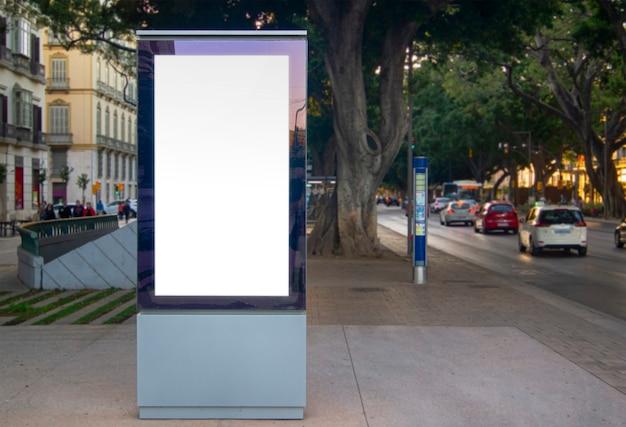 Panneau publicitaire urbain extérieur