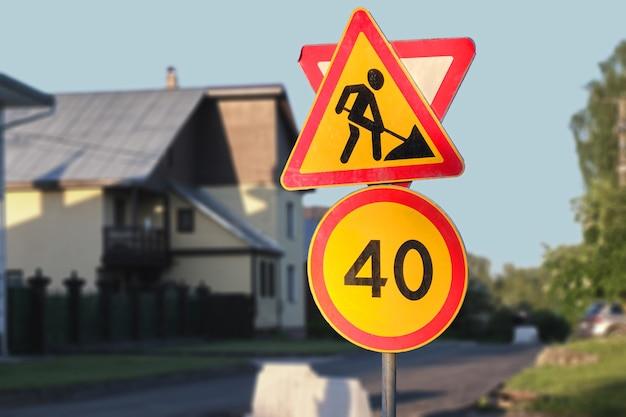 Panneau de signalisation de limitation de vitesse interdisant, panneau de signalisation d'avertissement des travaux de réparation