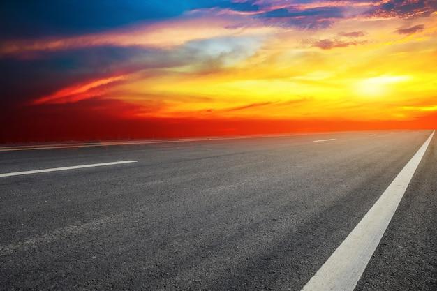 Panneau de signalisation routière design texture de fond et technologie coucher de soleil