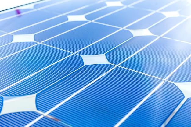 Panneau solaire (cellule solaire) pour l'énergie alternative à la batterie sur la plate-forme de pétrole et de gaz ou de pétrole offshore