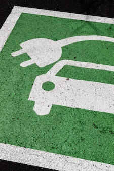 Panneau de stationnement de voiture électrique vert