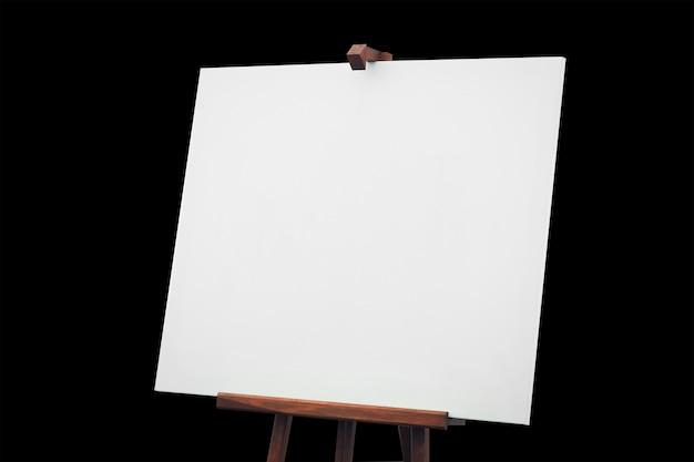 Panneau de toile vide isolé sur fond noir avec un tracé de détourage