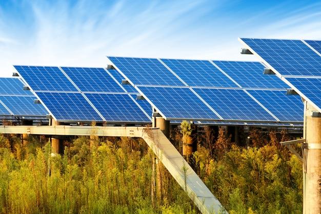 Panneaux photovoltaïques pour la production d'électricité renouvelable, navarre, aragon, espagne.