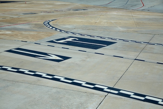 Panneaux de sol de l'aéroport peints