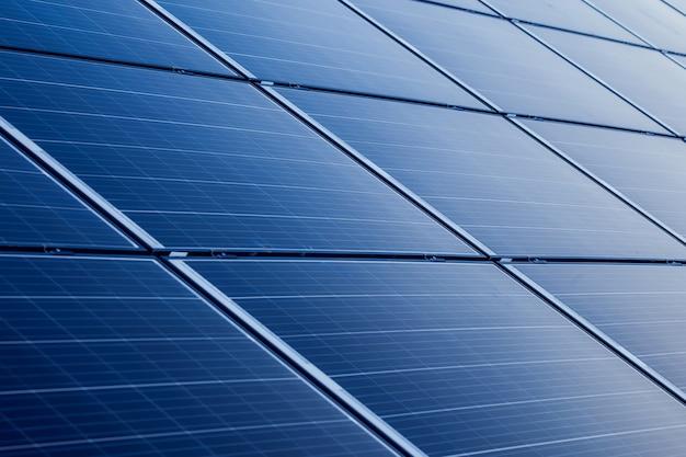 Panneaux solaires d'alimentation, concept alternatif d'énergie verte propre. protection environnementale