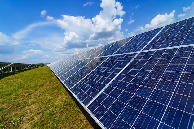 Panneaux solaires bleus