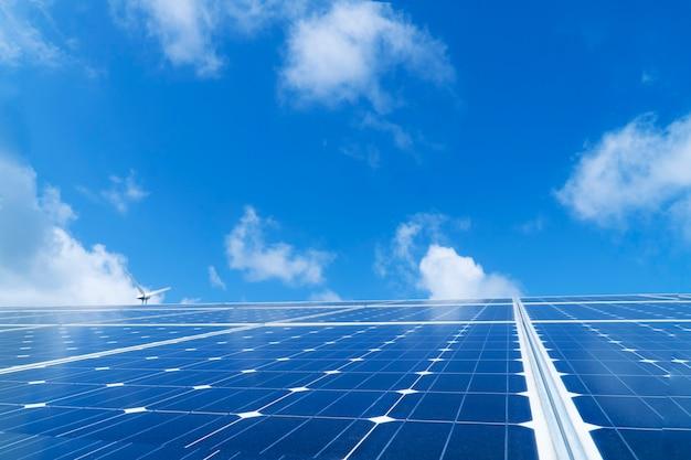 Panneaux solaires et éoliennes, énergie éolienne + énergie solaire
