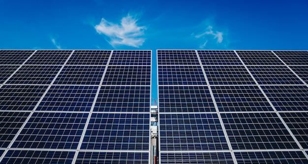 Panneaux solaires, photovoltaïques, source alternative d'électricité