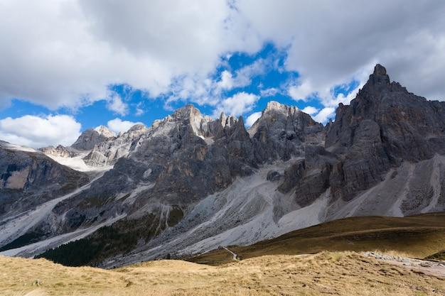 Panorama des alpes italiennes de san martino di castrozza dolomites view