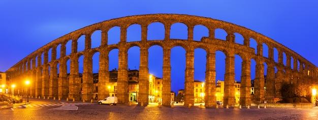 Panorama de l'aqueduc romain de ségovie