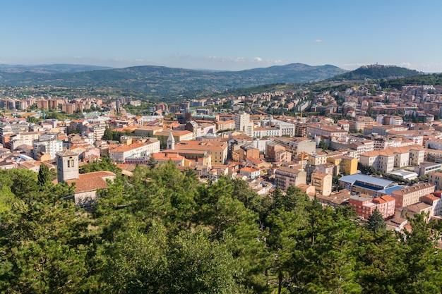 Panorama de campobasso dans molise vue depuis le château de monforte