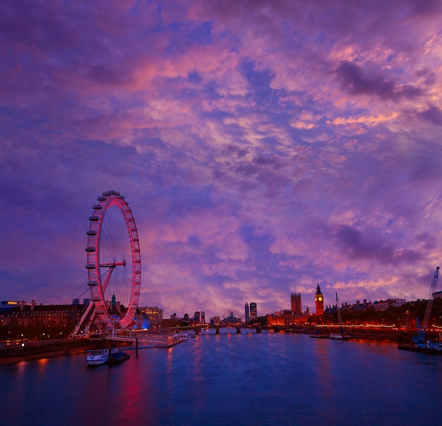Panorama du coucher de soleil de londres bigben and thames