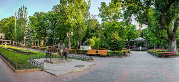 Panorama du jardin de la ville d'odessa, ukraine