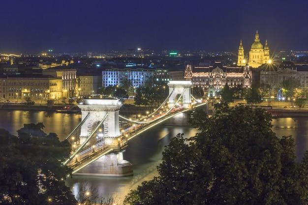 Panorama du monument de budapest, de la hongrie, du pont des chaînes et du danube