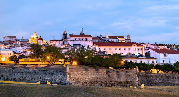 Panorama du soir d'elvas au portugal
