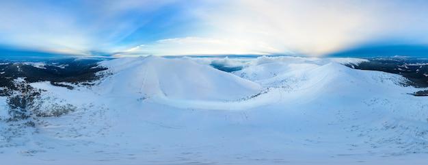 Panorama magique 360vr d'une belle colline
