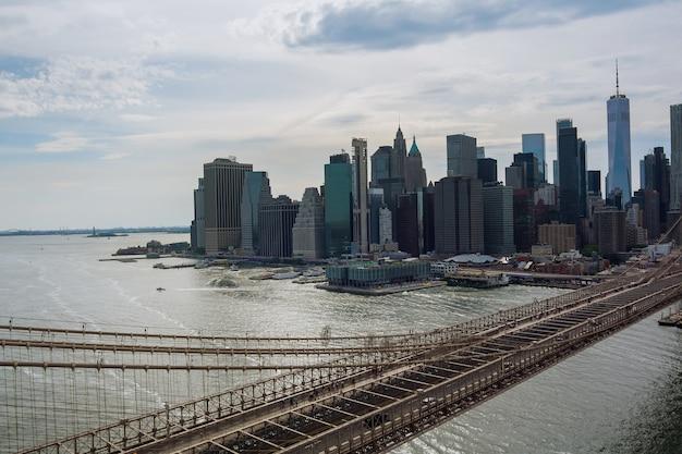 Panorama magnifique paysage urbain vue d'ensemble de manhattan pont de brooklyn à new york city united states america