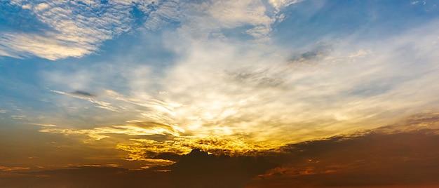 Panorama matin fond et nuage