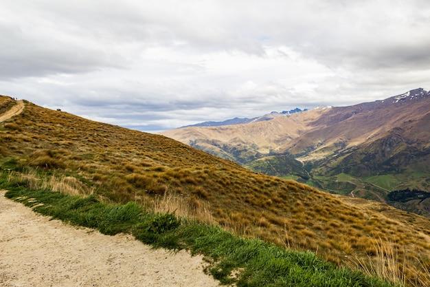 Panorama de montagne dans les environs de queenstown nouvelle-zélande