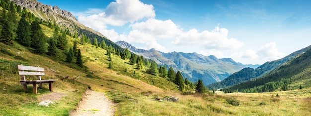 Panorama de montagne des dolomites
