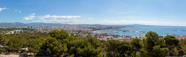 Panorama de palma de mayor, qui offre une vue magnifique sur la ville, la côte et le port