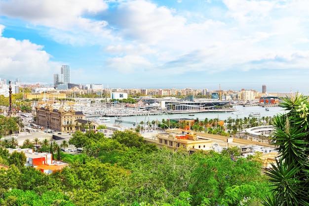 Panorama sur le port de barcelone depuis le château de montjuãc.catalogne.espagne .