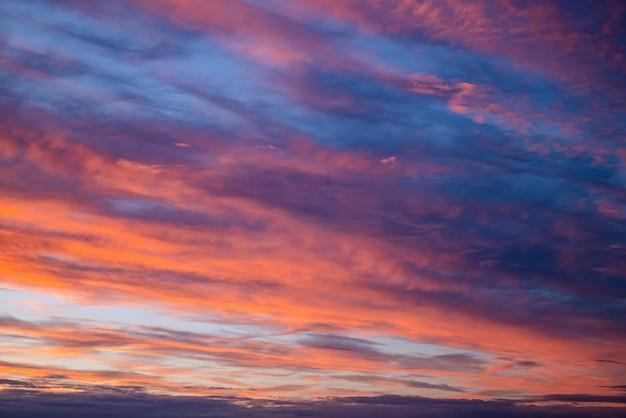 Panorama spectaculaire du ciel coucher de soleil.