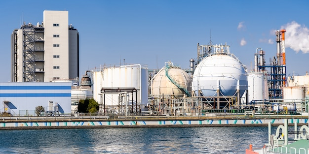Panorama de l'usine chimique