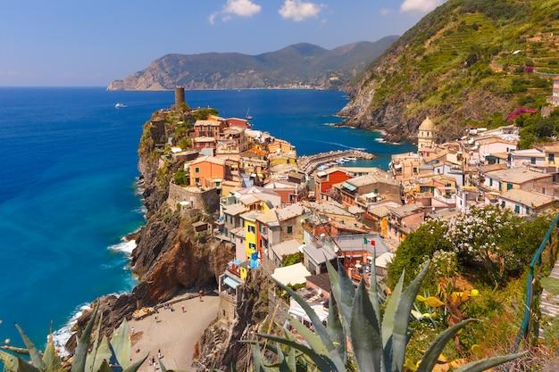 Panorama de vernazza, cinque terre, ligurie, italie