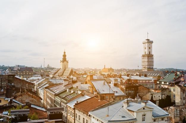 Panorama de la vieille ville de lviv, haut château. ukraine.