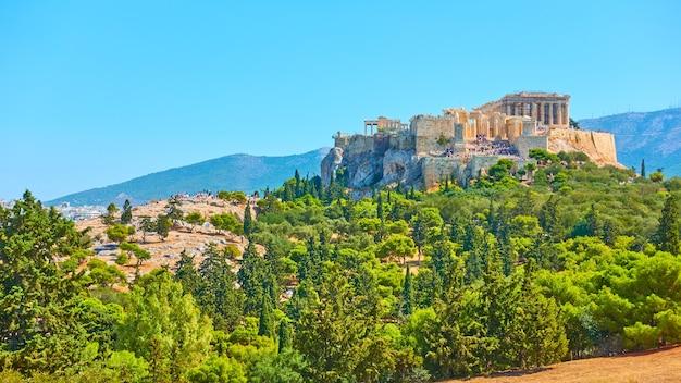 Panorama de la ville d'athènes avec la colline de l'acropole le jour ensoleillé d'été, grèce - paysage grec