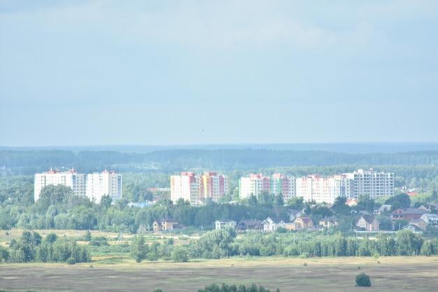 Panorama de la ville sur les rives de la volga