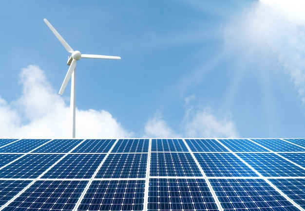 Panoramique - panneaux solaires avec éoliennes.